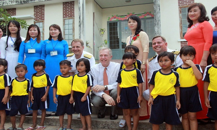 US Ambassador Ted Osius visited the kindergarten in Khanh Hoa